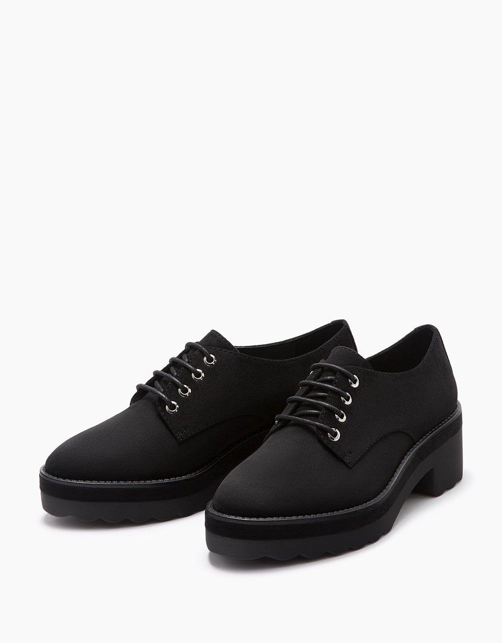 26 Zapato plano acordonado - Zapatos - Bershka España  e25ba1cb7bd0