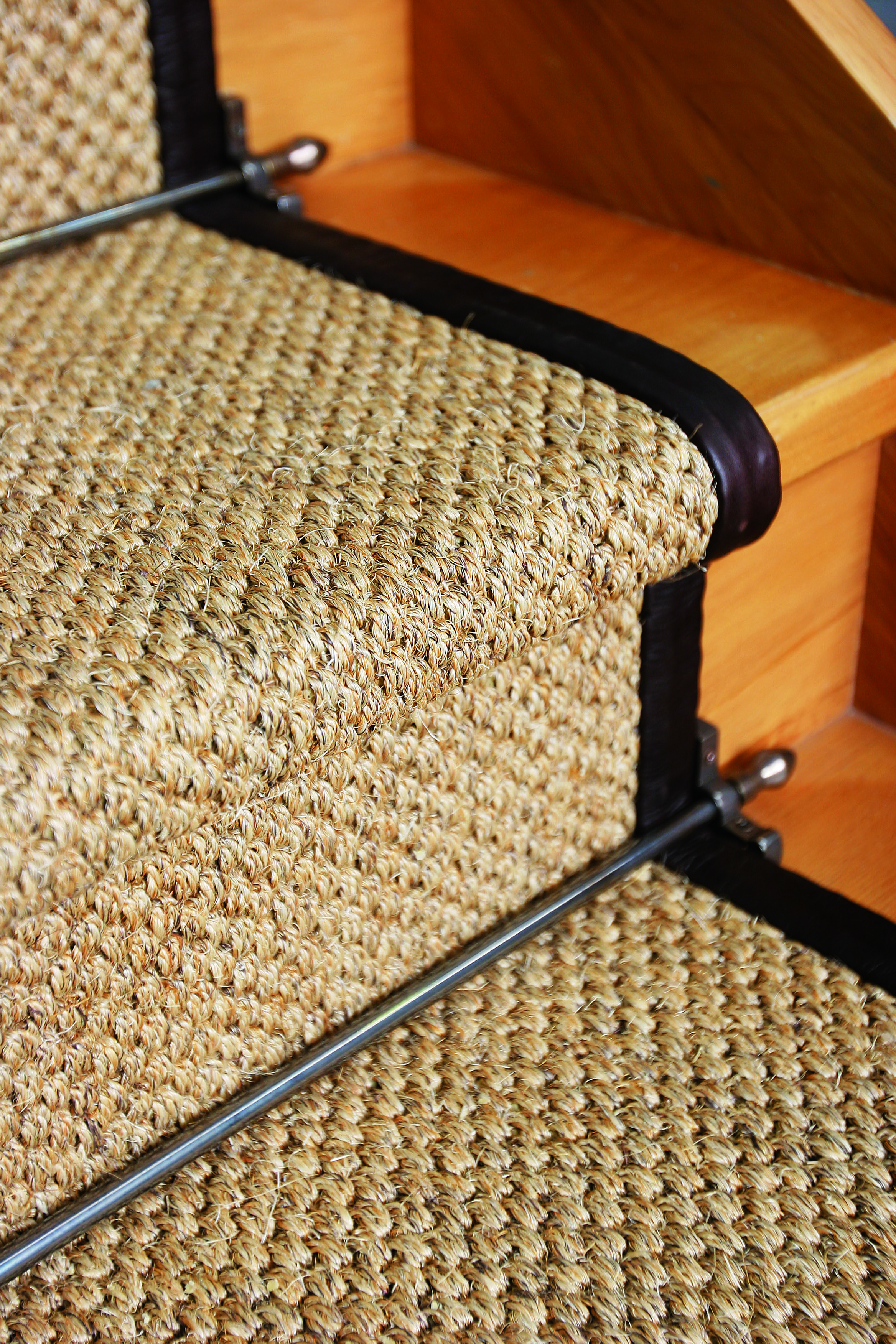 Best Sisal Vintage Stair Runner With Stair Rod Detail Stair 640 x 480