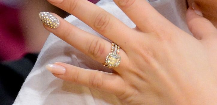 Kaley Cuoco Shows Off TWO Blingy New Wedding Rings, Cuz Thatu0027s How Celebs  Are Doing It These Days