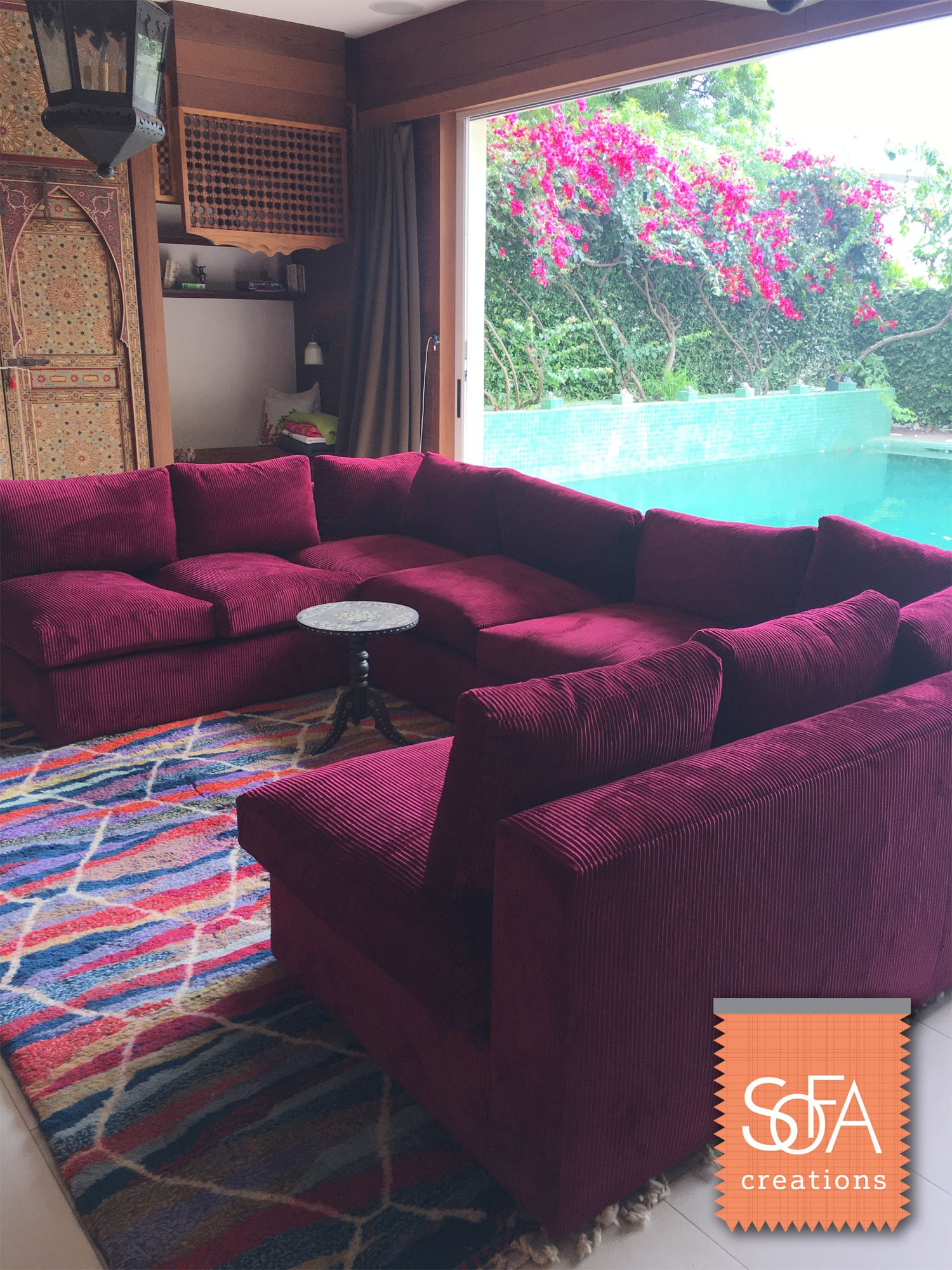This Beautiful Jennifer Sectional Looks Picturesque In A Transitional Living Room Indoor Outdoor Layout Sofa Creations Couch Interiordesign