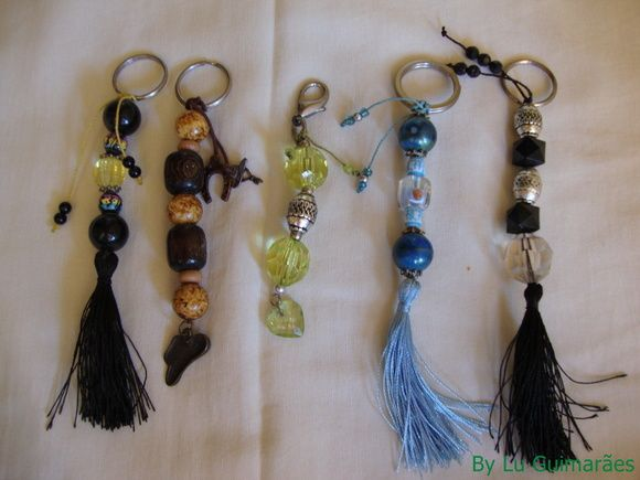 Lindo chaveiro feito de bijus, modelo à escolher, faço vários modelos á combinar R$ 25,00