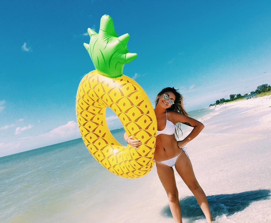 Just a girl and her pineapple, looking for spongebob.