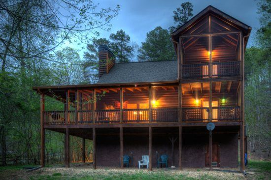 Casa Del Rio..Sitting right on the banks of the Coosawattee River, this 3 bedroom, 2 bath cabin offers adventure and comfort for the entire family! Relax on the screened-in back porch overlooking the river or enjoy a campfire right at the river's edge.