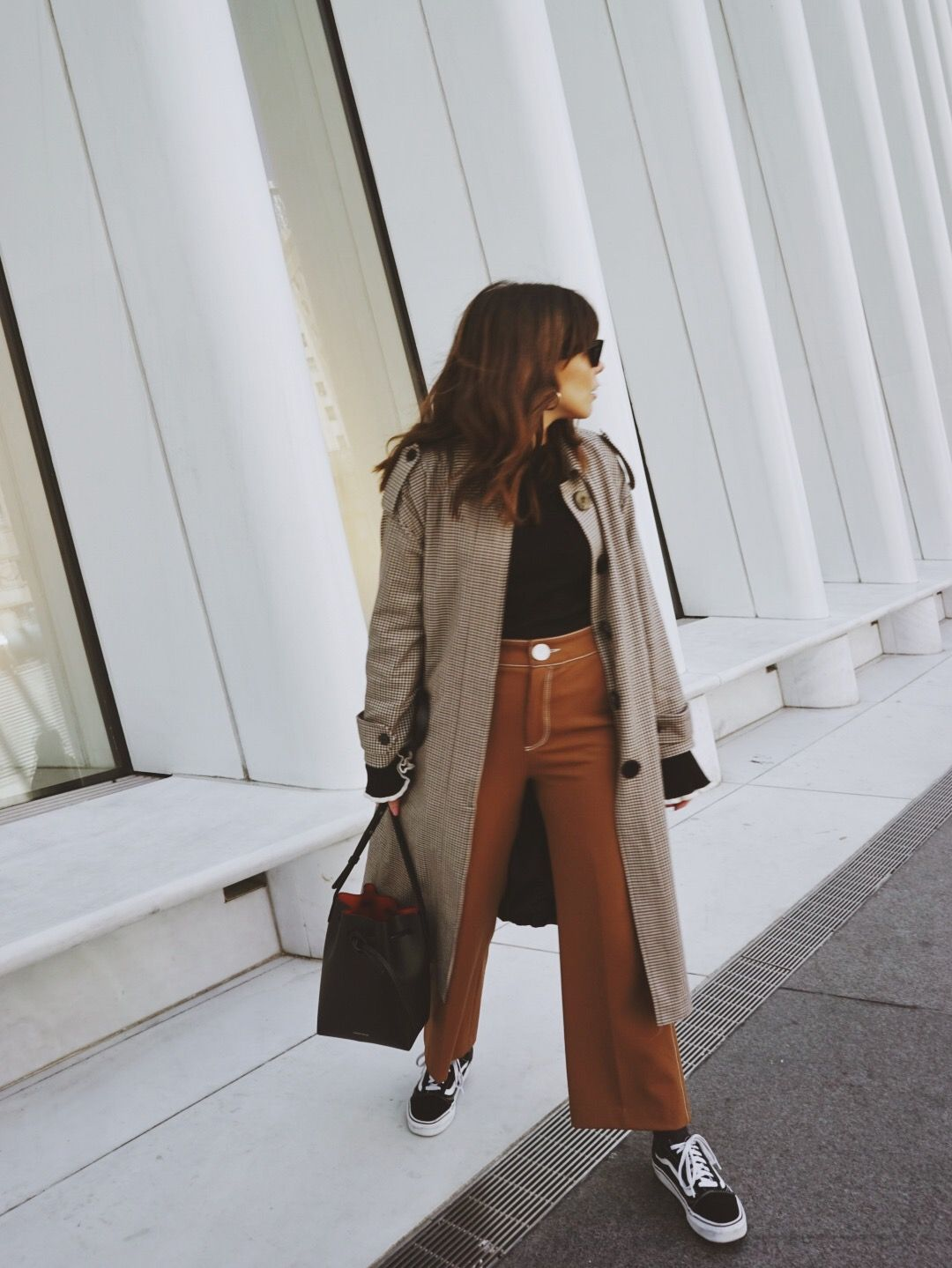 c1580dc8 Street style Mango houndstooth trench coat, Zara camel culottes and vans