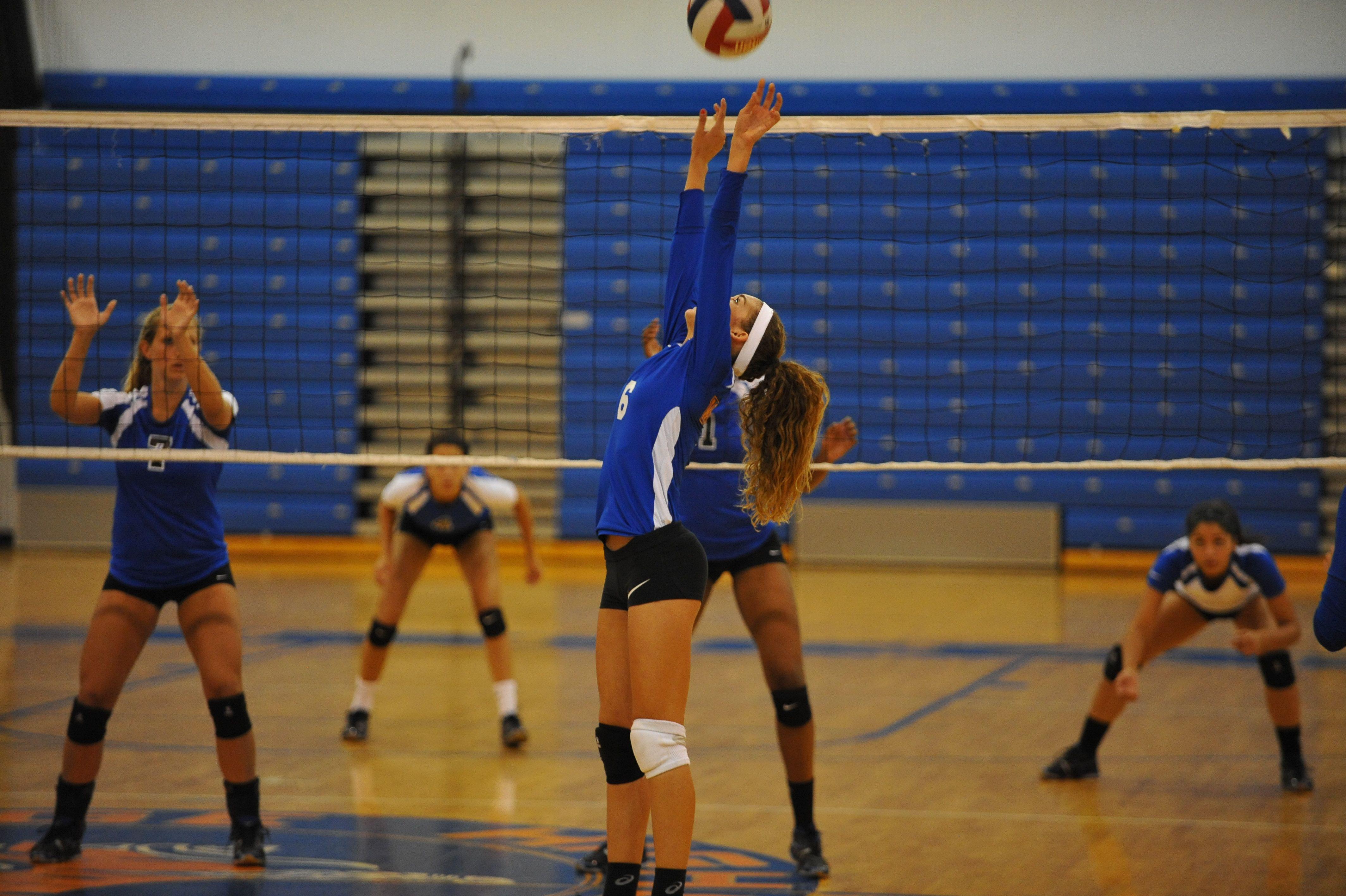 6 Sophomore Jayden Davila Setting West Orange High School West Orange Sophomore Volleyball