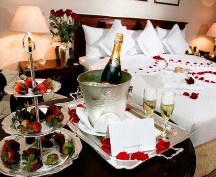 Decoracion para noche romantica en habitaciones y cena - Bodas sencillas y romanticas ...