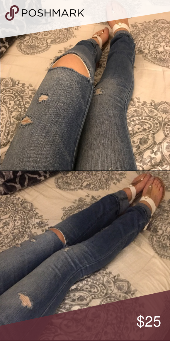 Abercrombie &Fitch skinny jeans size 0R/25 A comfortable low rise fit with a light  wash and destroyed details throughout, button and zipper fly closure, Imported. (worn 1 or 2 times) Abercrombie & Fitch Jeans Skinny