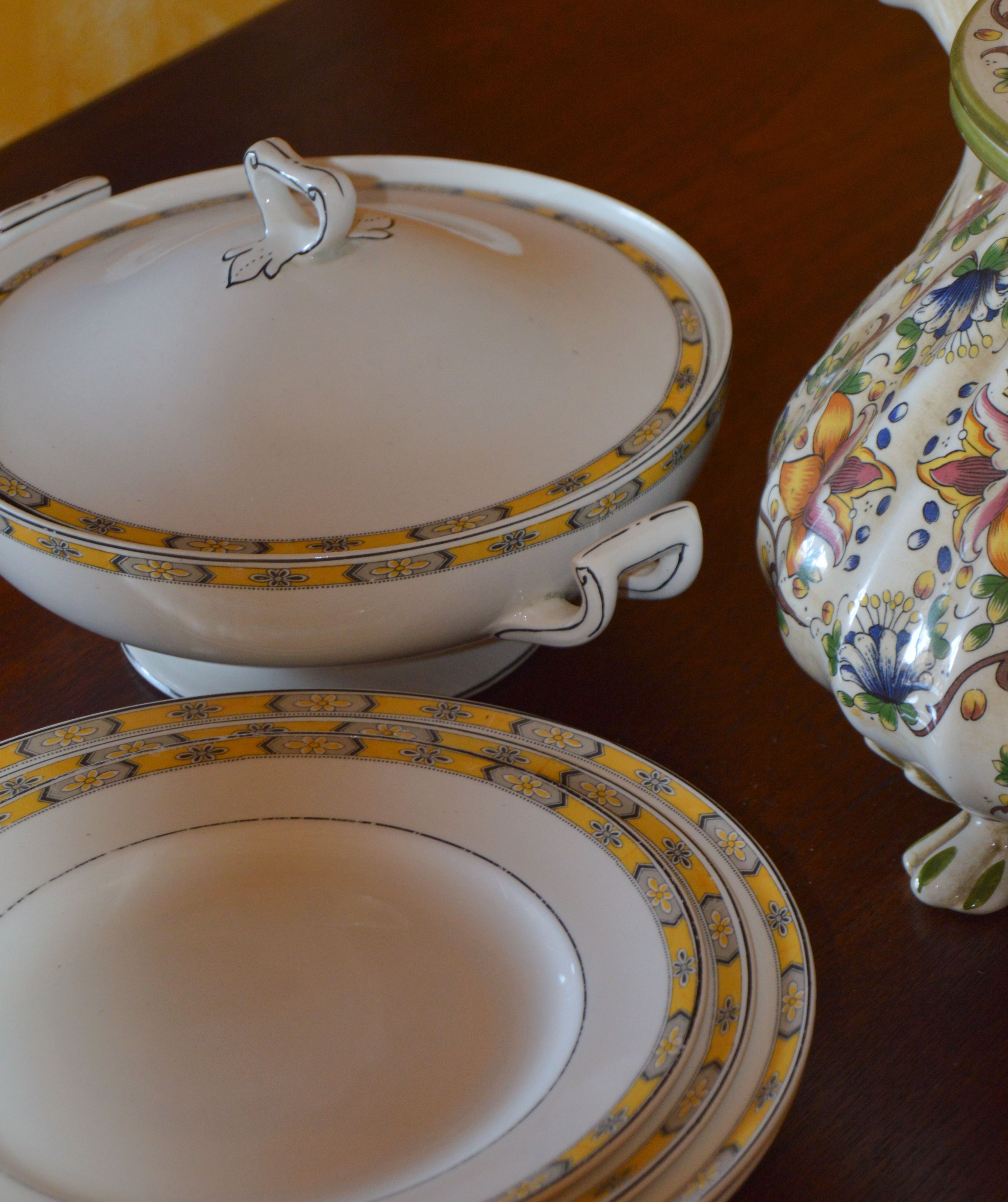 Wh Grindley England Chester Pattern China Plates This Is A Discontinued Pattern Crockery Beautiful China Plates