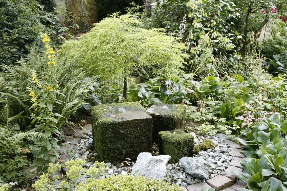 Quellstein im Garten installieren