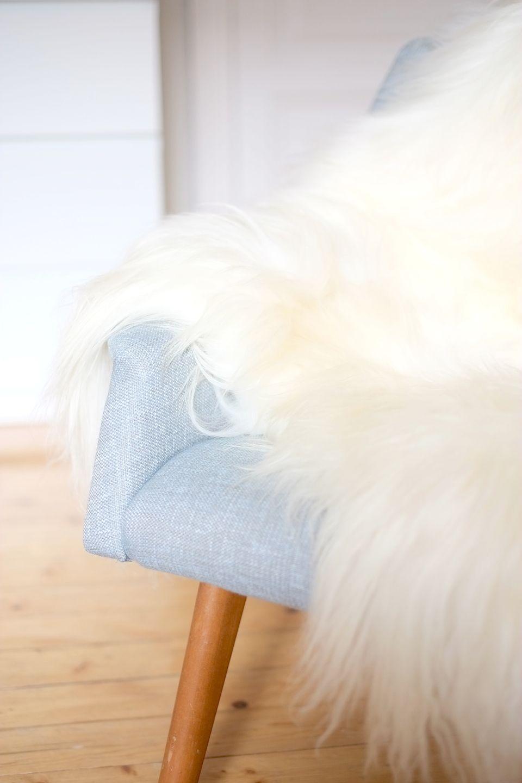 Valkoinen lampaantalja, white sheepskin | Kauniit neliöt
