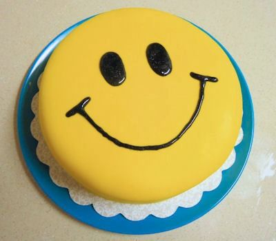 Smiley Face Cake Cake Cute Cakes Fondant Cake