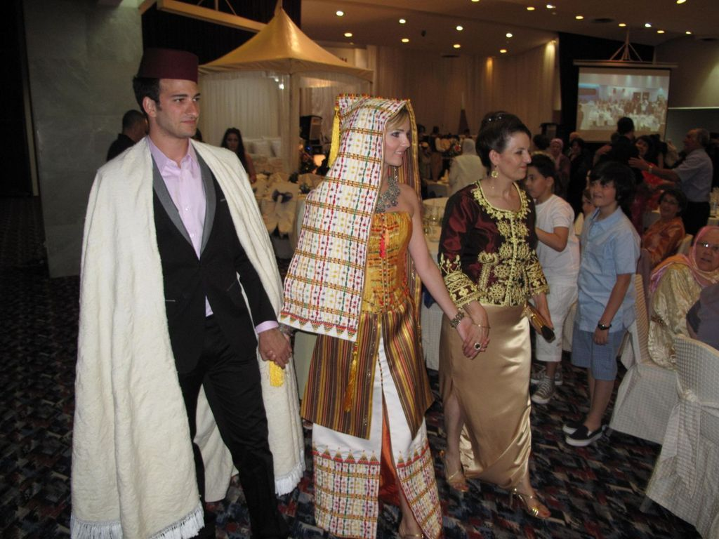 Typical Algerian wedding | Traditional outfits ...