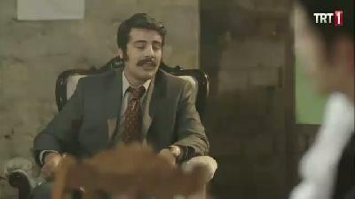 Yedi Güzel Adam 18.bölüm fragmanı yayınlandı! Haberin devamında yeni bölümü ile TRT 1 ekranlarında devam edecek ve 14 Kasım 2014 Cuma günü yayınlanacak olan Yedi Güzel Adam 18.bölüm fragmanını izleyebilirsiniz.