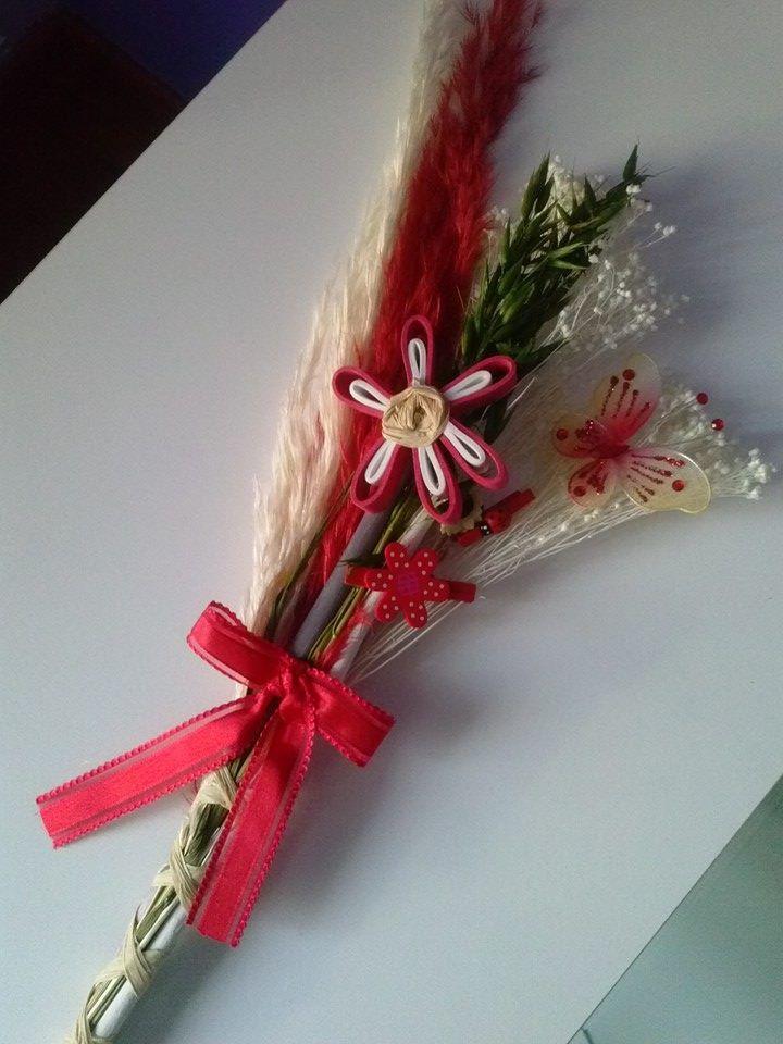 Palmas para el día de ramos hechas a mano decoradas con una mariposa y flor en goma eva.. bonitas y originales color rojo