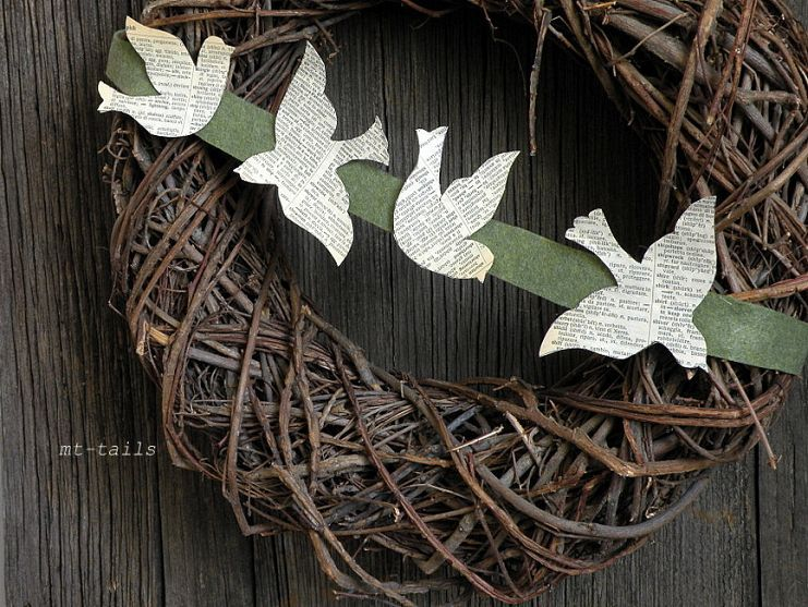 DIY book page bird bunting.  Great  idea by putting the décor item on a banner and using the wreath for months over and over and,,,,,,,,,