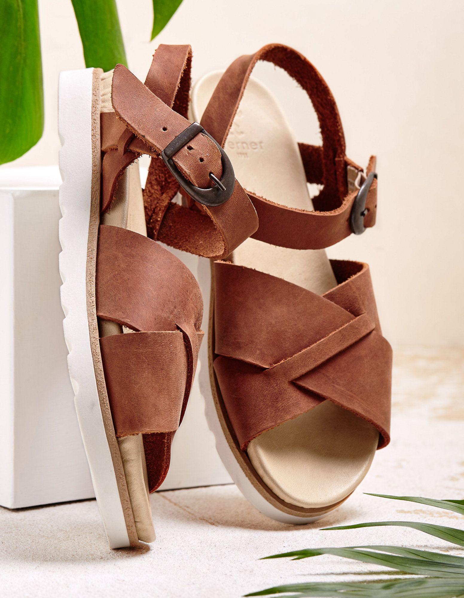 bb68c4f5e5 Suchst du ein paar Sandalen, die so ziemlich überall gehen? Dann werden dir  diese
