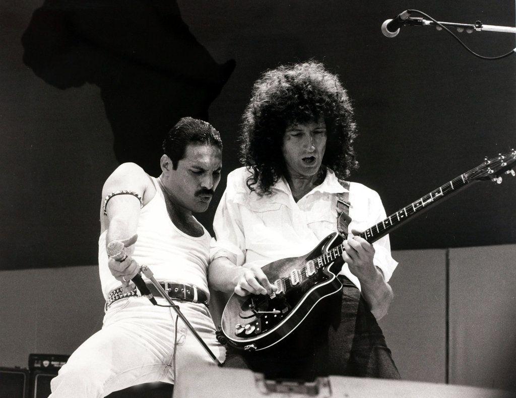 When Queen Took Bohemian Rhapsody To Live Aid Published 2018 Queen Freddie Mercury Freddie Mercury Classic Rock Songs