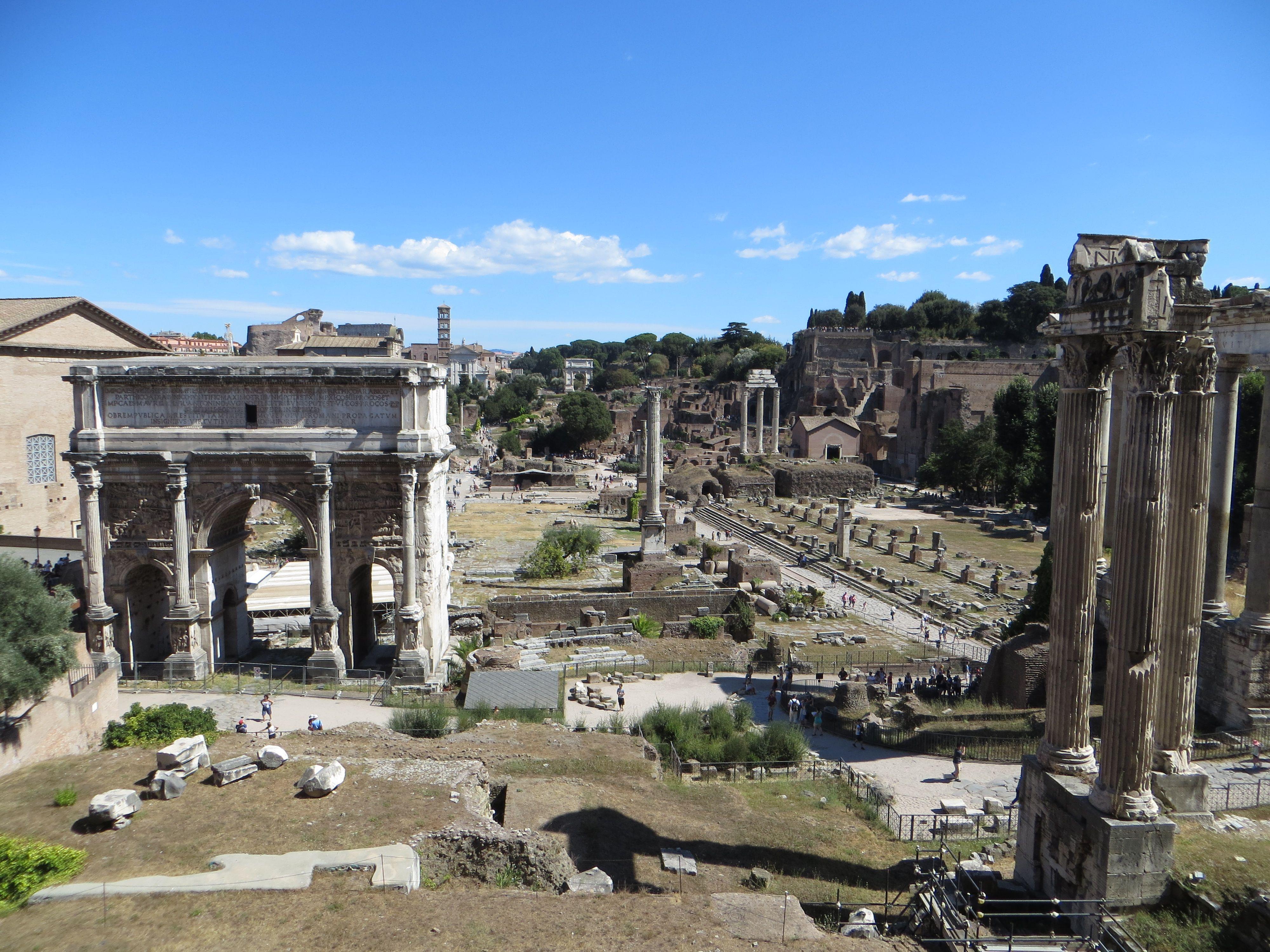 Voici le récit de notre premier jour dans la capitale italienne où nous avons visité tous les principaux lieux de la Rome Antique : Forum, Colisée, etc...