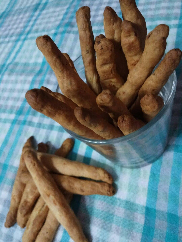 Υλικά  3 1/2 κούπες αλεύρι  μπεκιν παουντερ  200 γρ. γιαούρτι  250 γρ. μαργαρίνη  1 αυγό  250γρ τυρί φέτα  αλάτι  πιπέρι  ρίγανη   Εκτ...