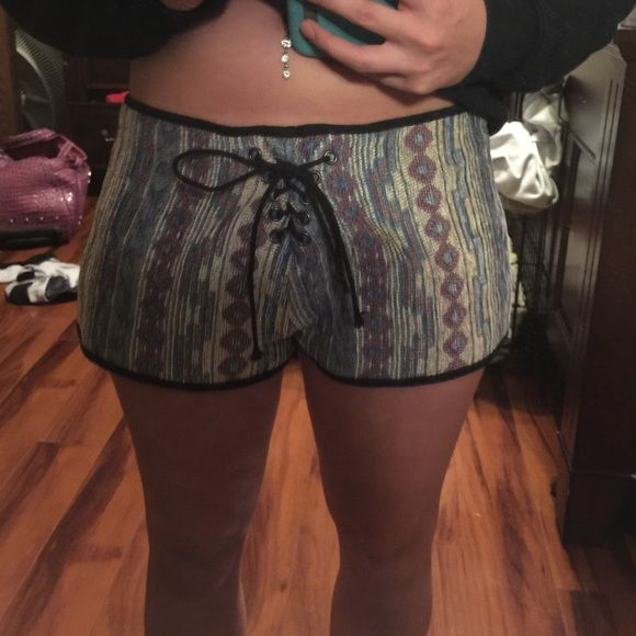 Tobi tribal shorts Super cute Tobi shorts Xs but just to big for me! Will fit a 24 and up last picture is the exact color of the shorts Tobi Shorts