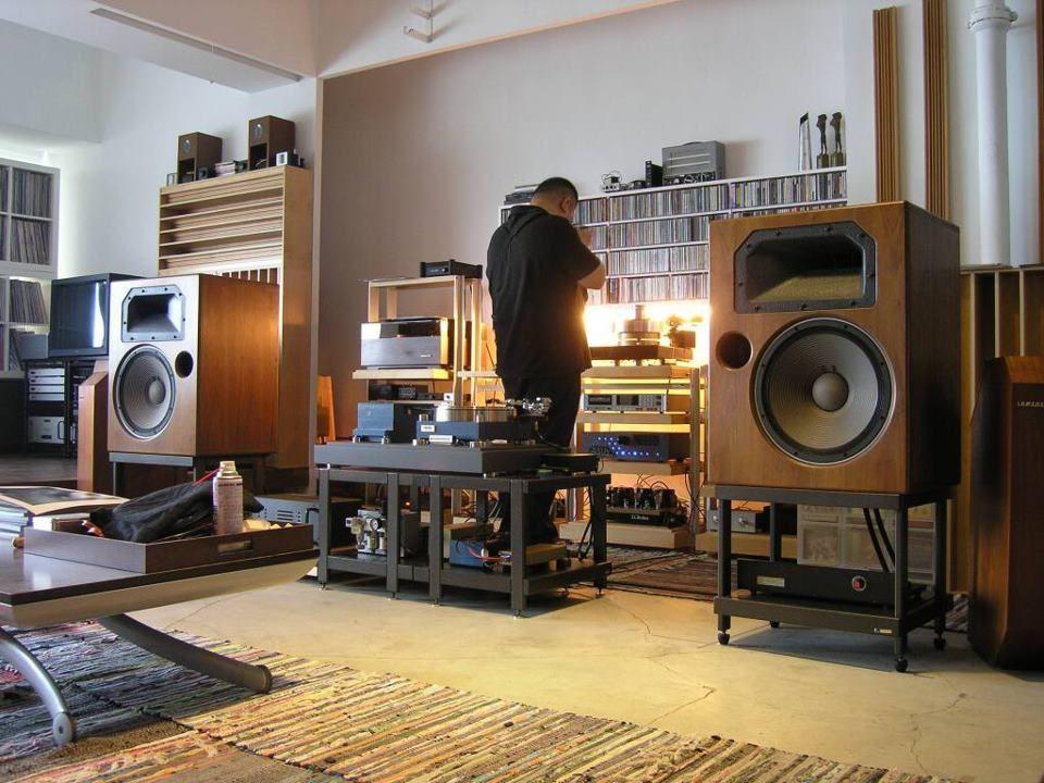 A Pretty Cool Set Up Meuble Stereo Salles De Musique Amenagement Appartement