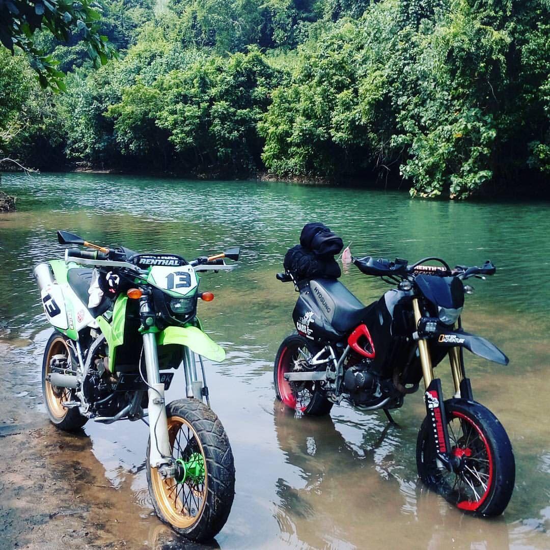 Supermoto Kawasaki KLX 250 And Hyosung RX 125 D