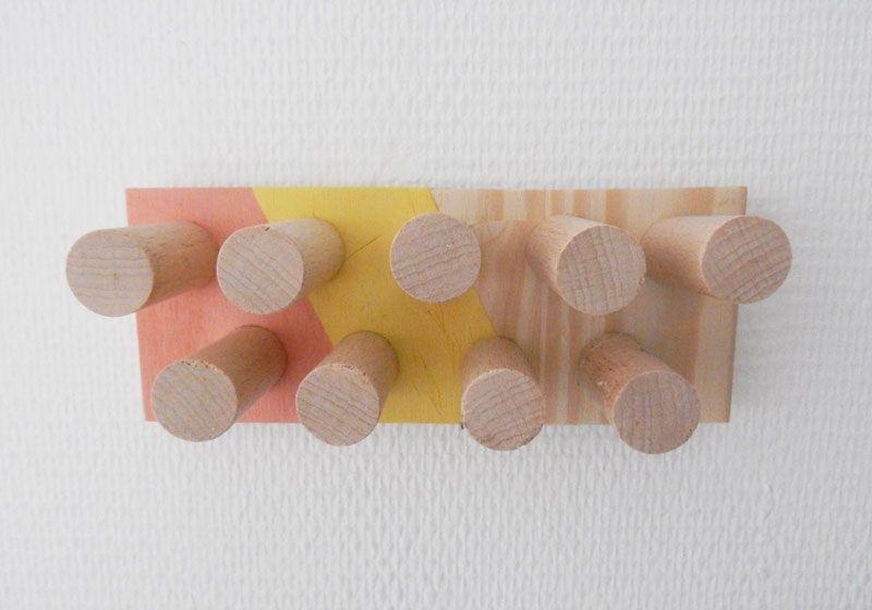 Tutoriel en vidéo pour la réalisation d'une patère d'inspiration scandinave en bois. Réaliser une patère scandinave en bois facilement et pas cher.