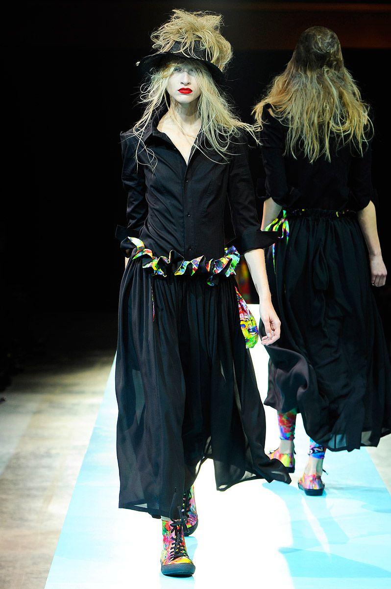 Yohji Yamamoto Spring 2011 RTW - Runway Photos - Fashion Week - Runway, Fashion Shows and Collections - Vogue