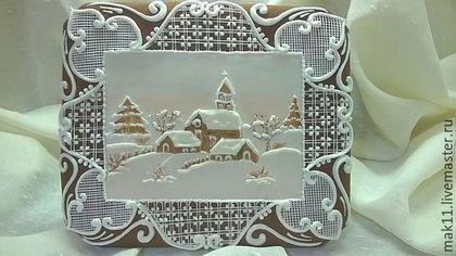 Karta Gingerbread.  `To mój derevnya`.  Snowy wieczorem.