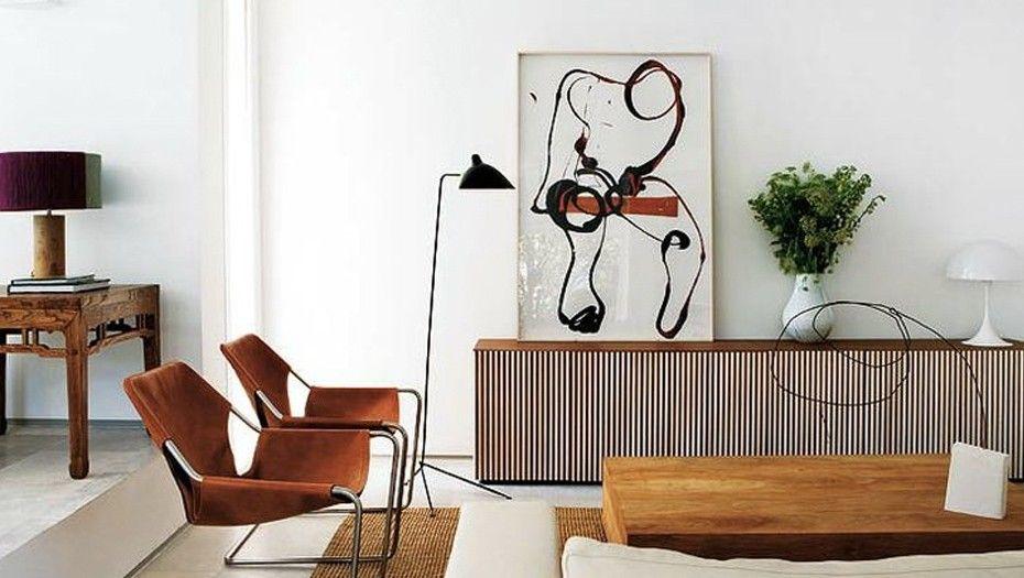 Salon, table en bois et fauteuils Paulistano en cuir