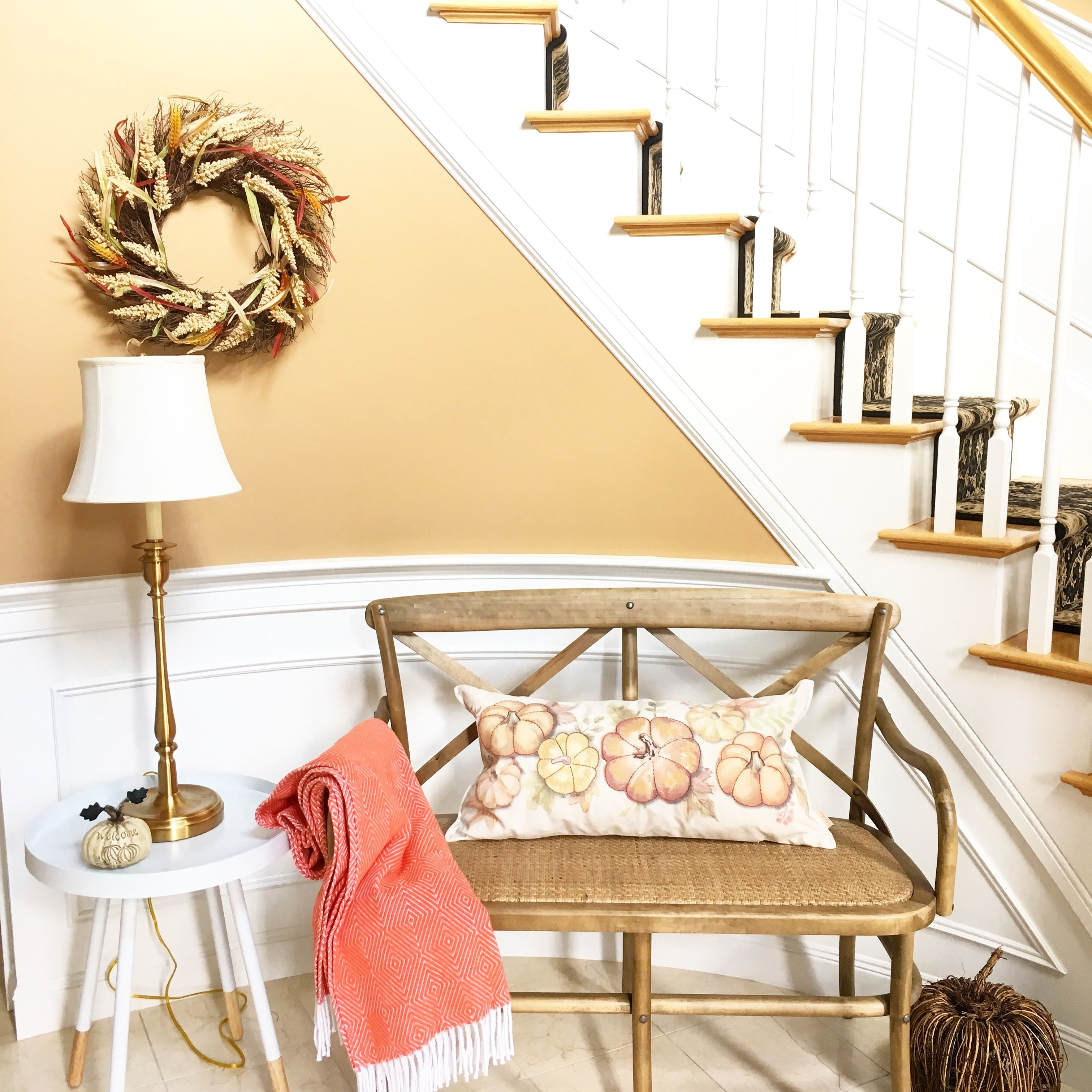 A seasonal update to an entryway can be simple! A few pops of fall ...