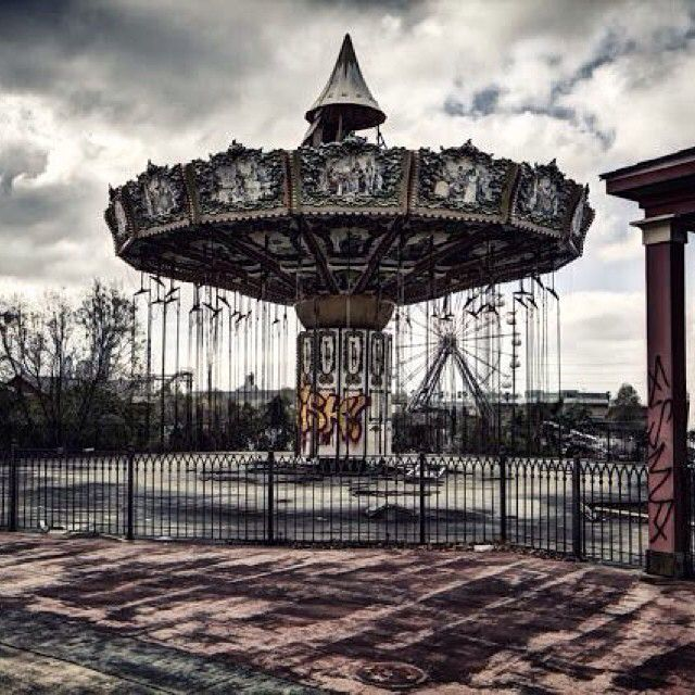 The Abandoned Six Flags New Orleans Amusement Park (With