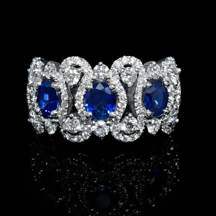 DIAMOND AND BLUE SAPPHIRE 18K WHITE GOLD RING in Jewelry & Watches