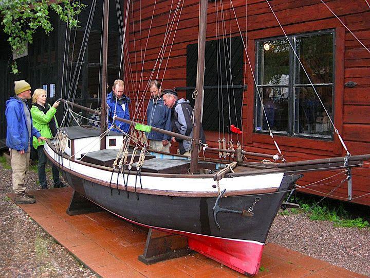 """""""Luppopäivä Loviisassa"""" aloitettiin tutustumalla merenkulkumuseoon. """"Luppopäivä Loviisa"""" was started by the Maritime Museum."""