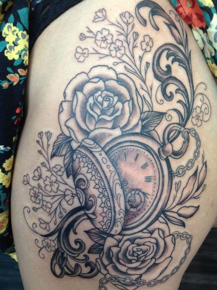 tatouage d 39 horloge et motifs floraux dans 22 superbes. Black Bedroom Furniture Sets. Home Design Ideas