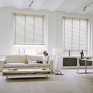gro e alu jalousien in einem wohnzimmer jalousien holz pinterest jalousien wohnzimmer und. Black Bedroom Furniture Sets. Home Design Ideas