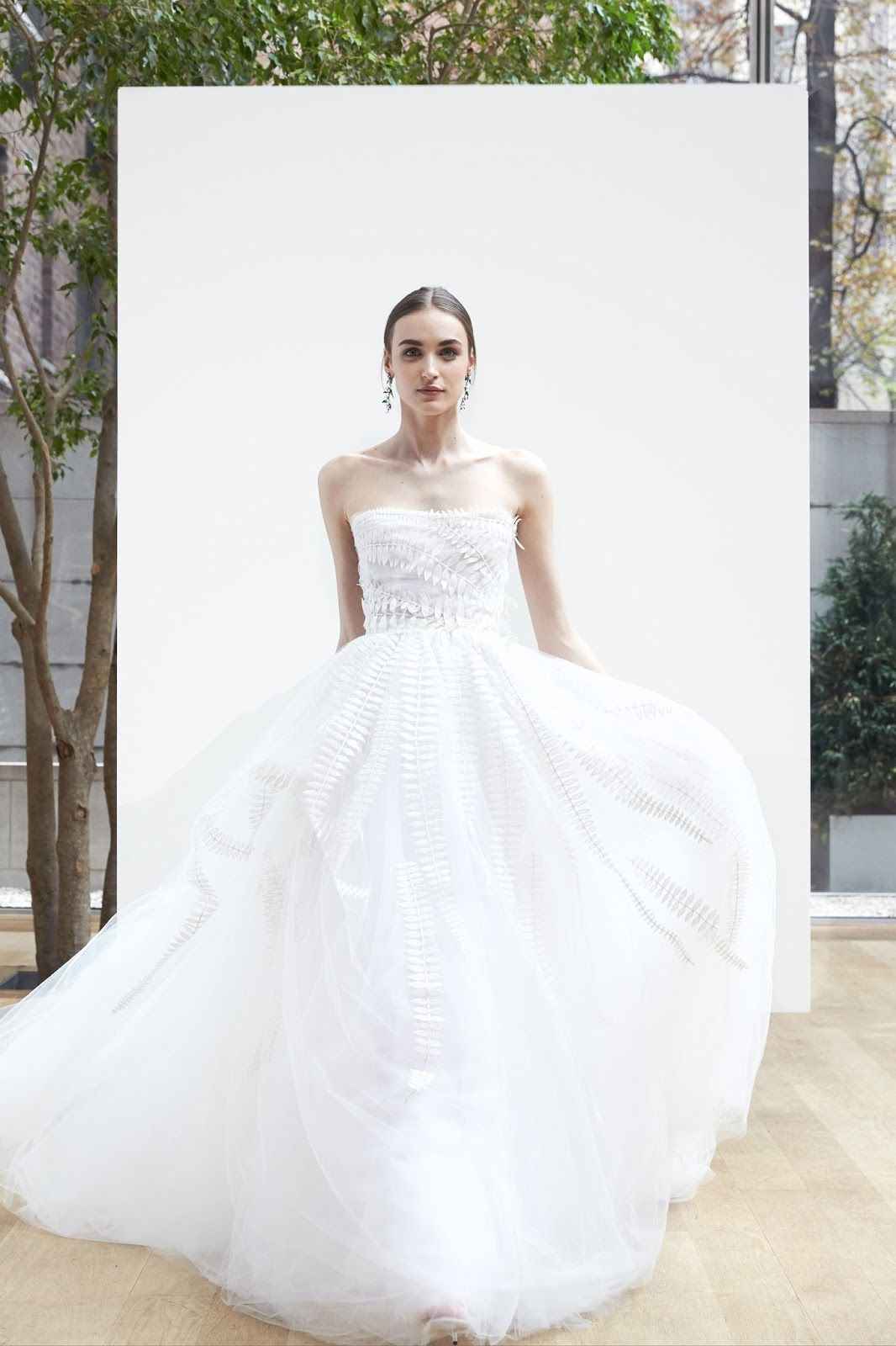 ZsaZsa Bellagio – Like No Other: Exquisite Bridal Gowns: Oscar de la ...