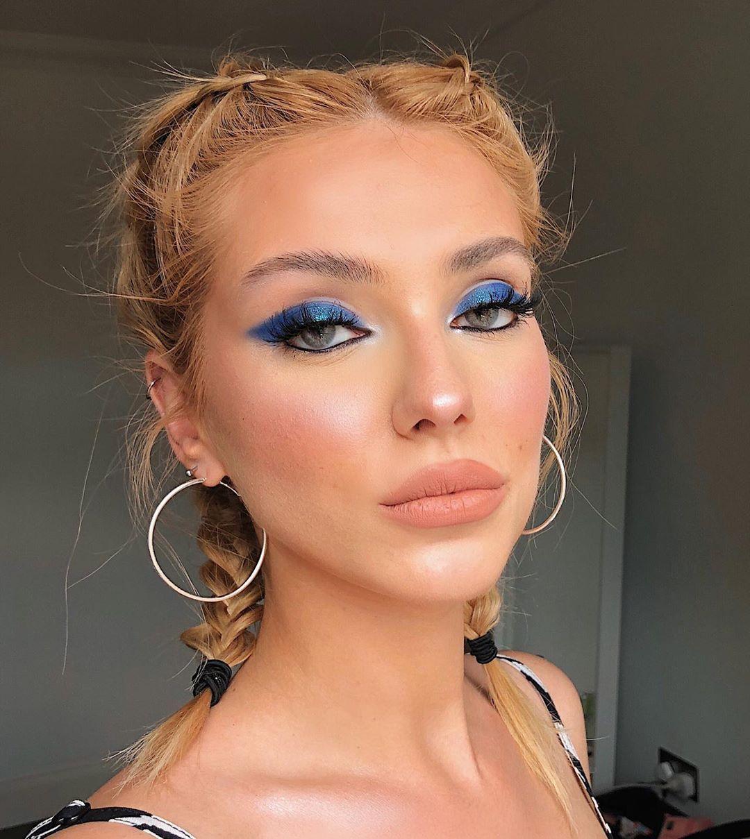 Blue metallic eyeshadow + wellmarked black pencil for a