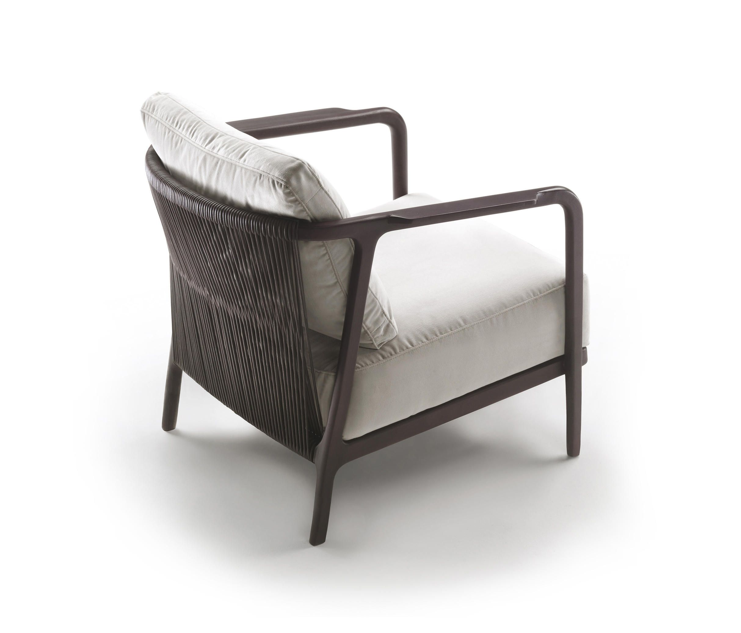 The new CRONO dining chair and settee with three cushions are models that join the armchair of the same name, already in the catalogue. The particular..