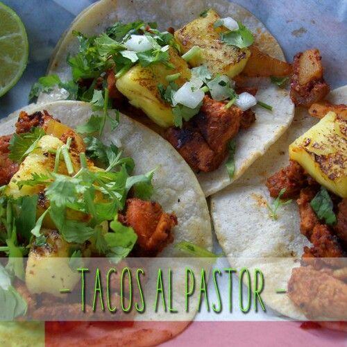 #ComidaMexicana Los tacos al pastor, son posiblemente la variedad de tacos más popular en la mayor parte de México. Sus constituyentes principales son tortilla de maíz ligeramente frita y carne, la cual puede ser una combinación de carne de puerco y carne de ternera ó solo carne de puerco.