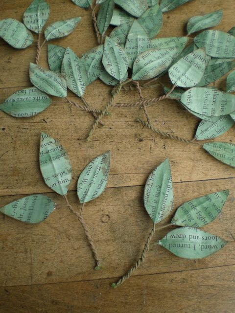 Leaves made from book pages and color washed - Hojas hechas de páginas de libros