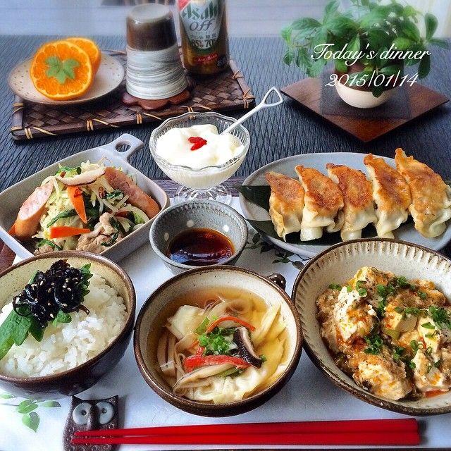 こんばん水曜日♬ • • 今日は 平和な1日でした(๑′ᴗ‵๑) • 夕飯は ジャンボ餃子を作ったので中華にしたよ♬どうしても色合いが茶色なんだよね(¯―¯٥)まっいっか〜。 ✴︎ジャンボ餃子 ✴︎麻婆豆腐 ✴︎野菜炒め ✴︎ワンタンスープ ✴︎ごはん ✴︎杏仁豆腐 ✴︎ポンカン ✴︎発泡酒