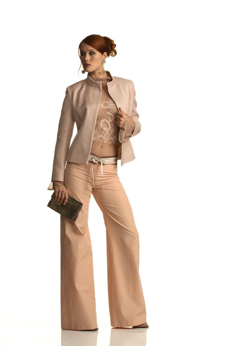 2a866ed72e78 completo elegante composto da pantalone largo, top in pizzo ricamato e  giacca con collo alla coreana