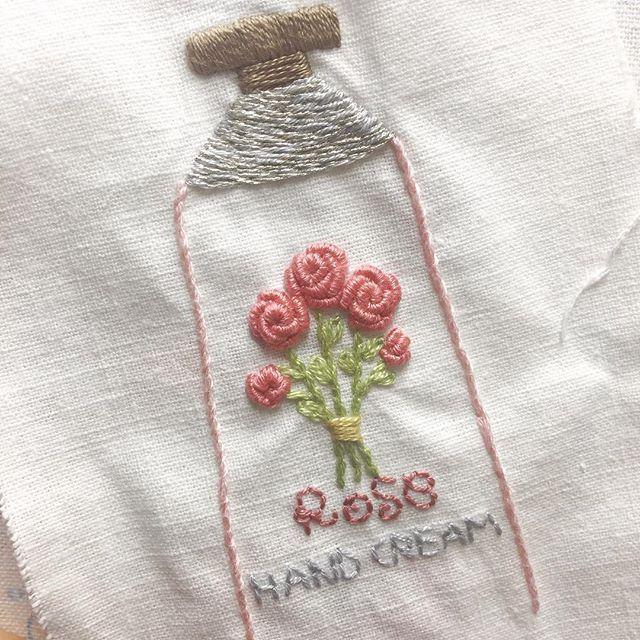 . #핸드크림 ✋ #handcream . 겨울철 #필수템  . 예전에는 달콤한 복숭아향을 좋아했는데 요즘은 은은한 #장미 향이 좋더라고요! . #프랑스자수 #손자수 #자수 #자수타그램 #embroidery #handstitch #handmade  #프롬유_자수일기