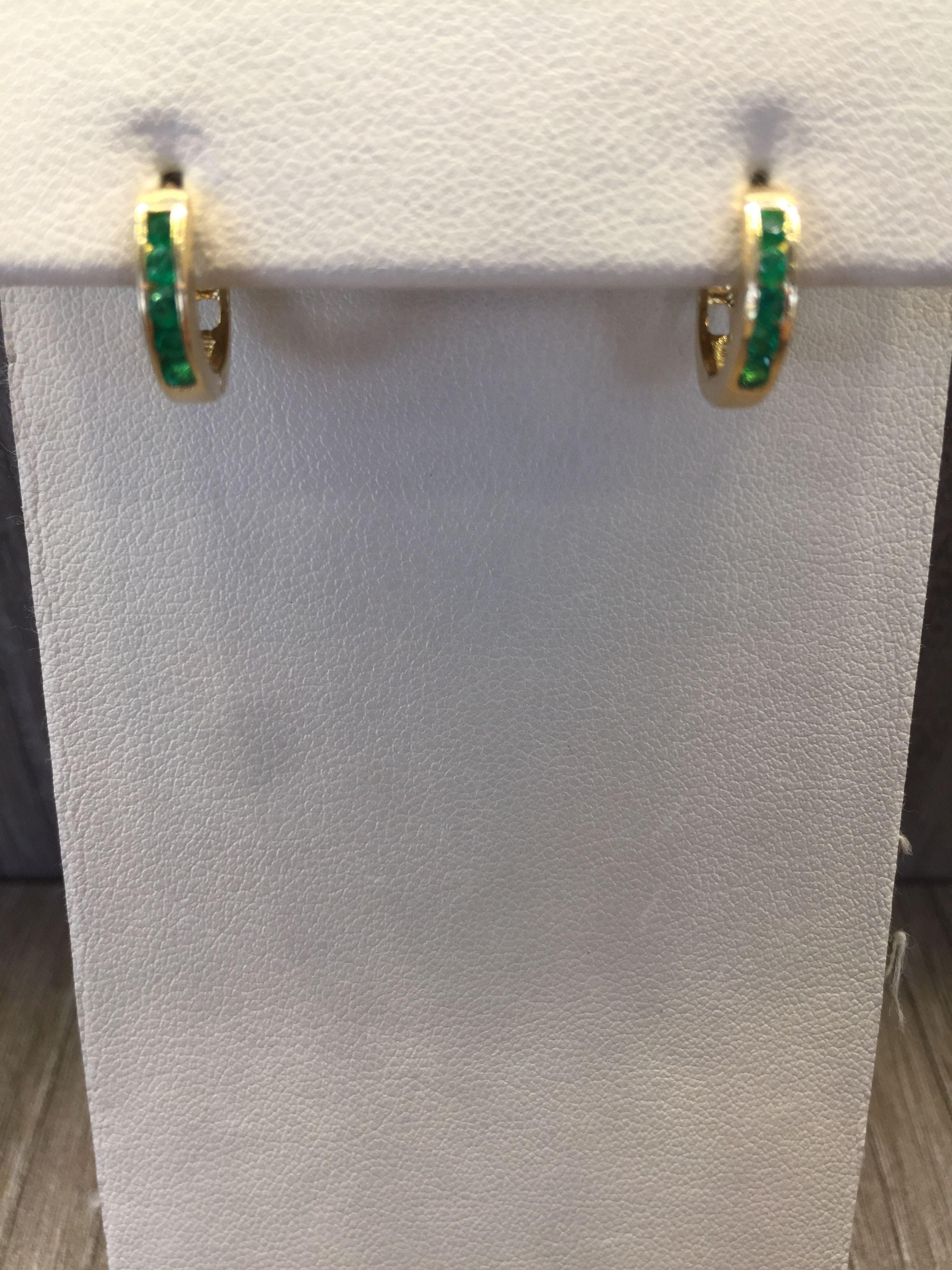 f78aed7ec05c Candongas en oro amarillo de 18 K con esmeraldas
