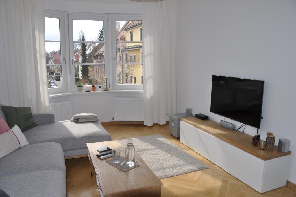 wohnzimmer in m nchner altbauwohnung in schwabing mit erker und moderner einrichtung wohnen in. Black Bedroom Furniture Sets. Home Design Ideas