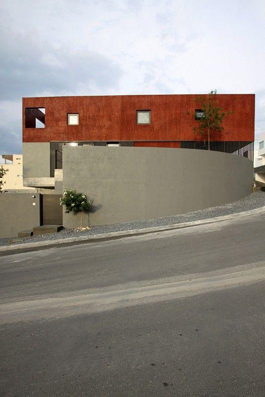 Red house dear architects casas fachadas for Casa minimalista roja