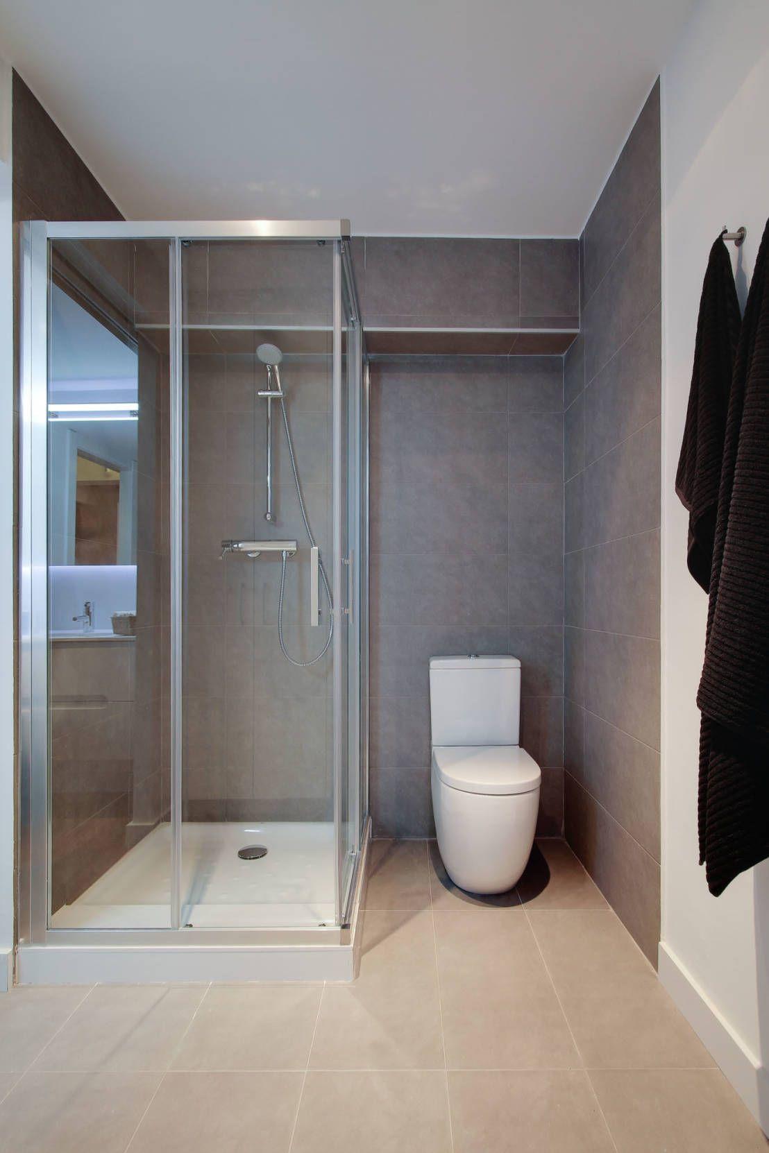 Un departamento moderno y con estilo deco for Banos modernos para apartamentos