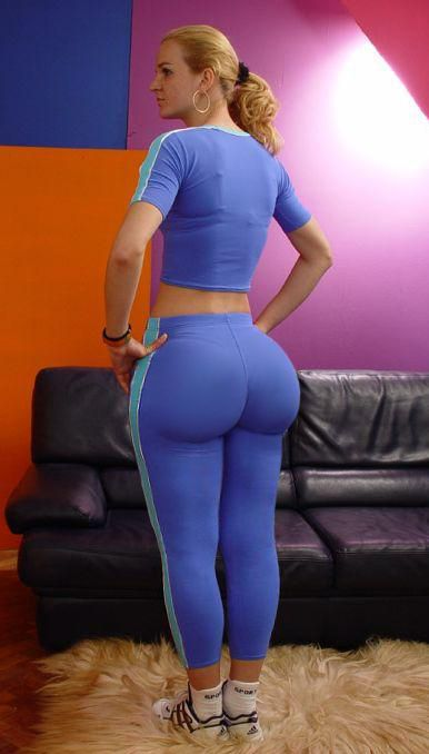Big round ass in tights