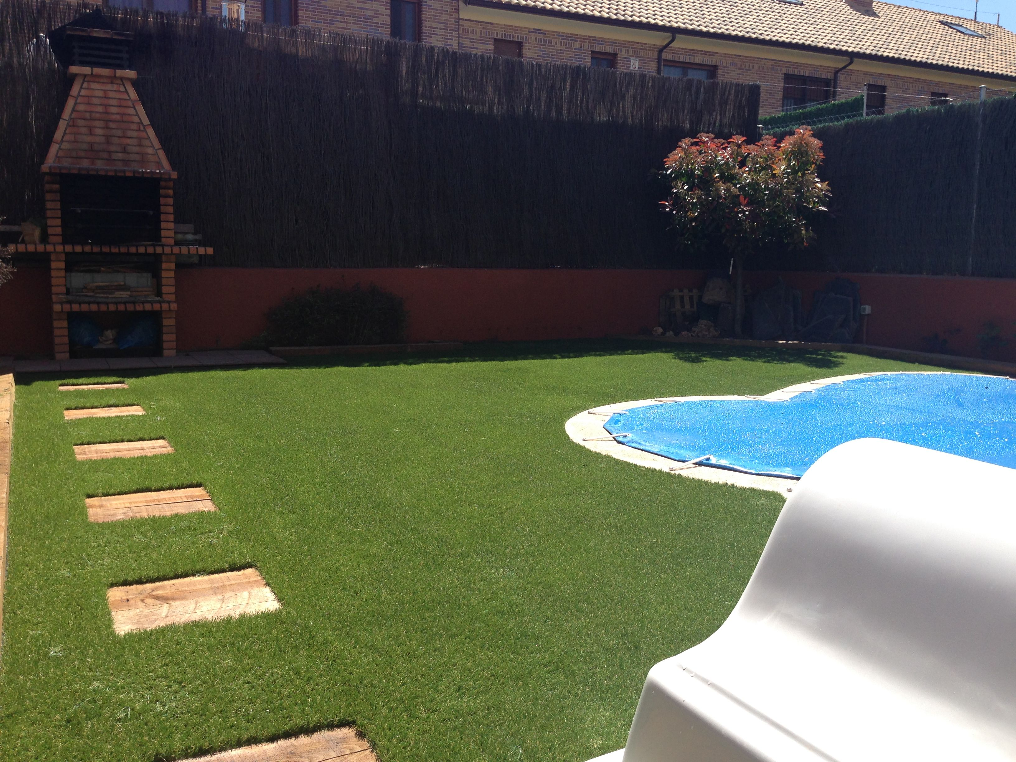 Proyecto de jardineria integral de allgrass incluye - Cesped artificial tarkett ...